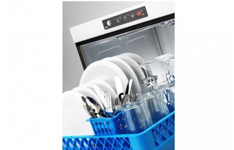 Mantenimiento y desinfección de un lavavajillas industrial